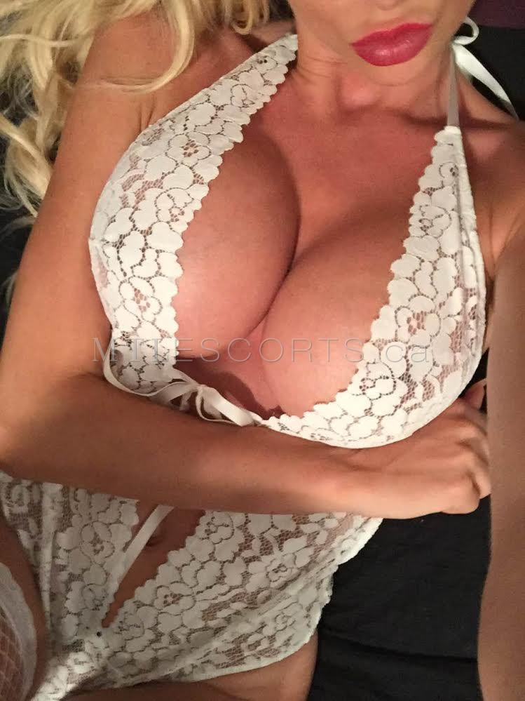 montreal-busty-escorts