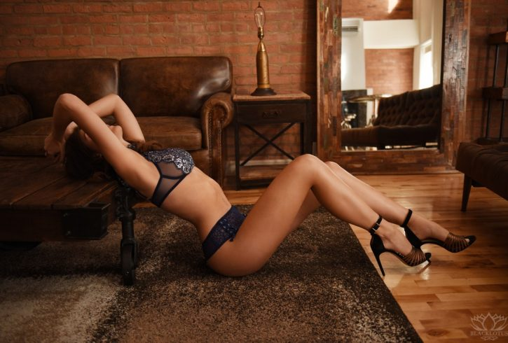 Escort independent lady montreal