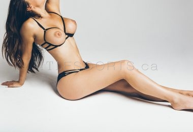 Montreal escort for couples Nikki Milano