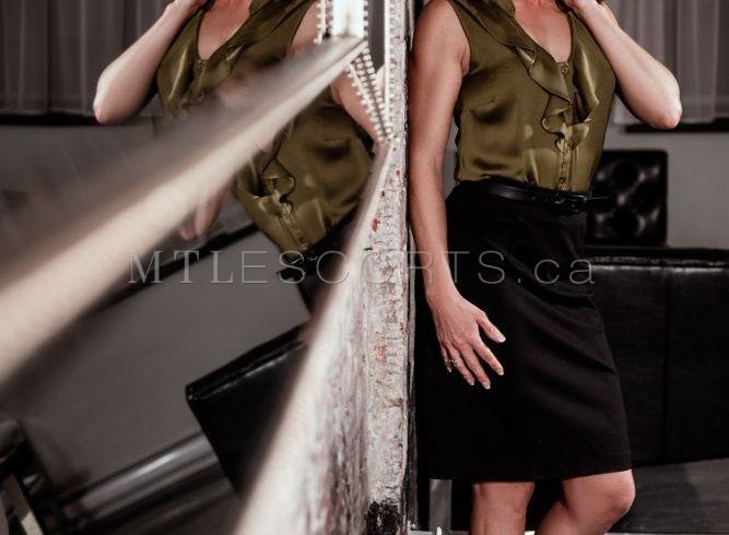 Classy mature escort Roxanne Valois