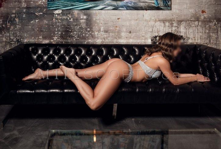 Toned petite mature escort Roxanne Valois